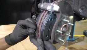 4 обязательных действия при замене тормозных колодок в авто