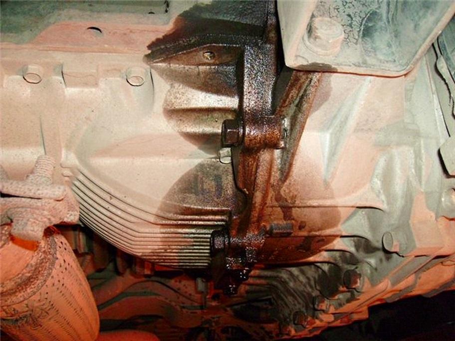 Почему двигатель начинает жрать масло фото