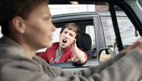 В ГИБДД объяснили, кто водит аккуратнее, а кто устраивает больше ДТП